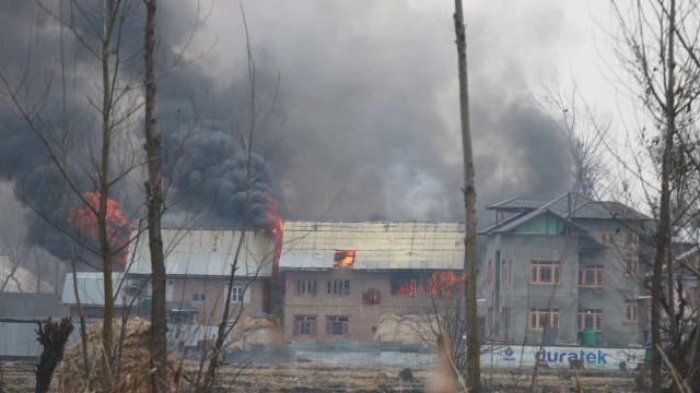 Nove mortos em confronto entre militares e rebeldes na Caxemira indiana