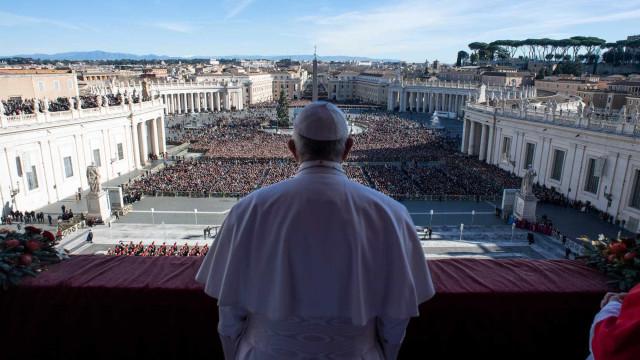 Vaticano confirma existência de diretriz secreta para padres com filho