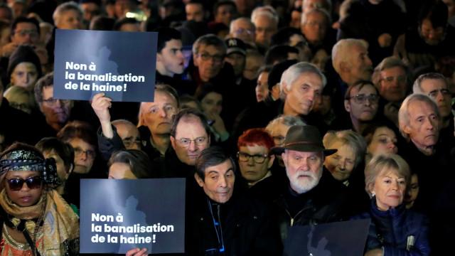 Milhares protestam contra antissemitismo na França