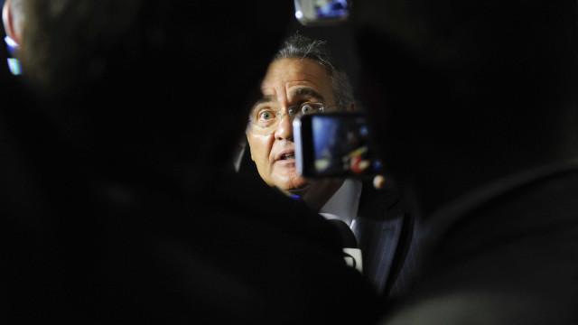 Após duas semanas de 'sumiço', Renan Calheiros volta ao Senado