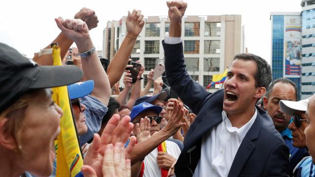 Guaidó vai hoje à fronteira com a Colômbia garantir entrada de ajuda