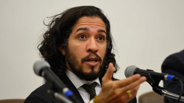 Jean Wyllys diz que vírus da burrice atinge parte do Brasil