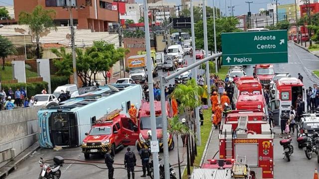 Acidente com ônibus deixa pelo menos 29 feridos em Fortaleza
