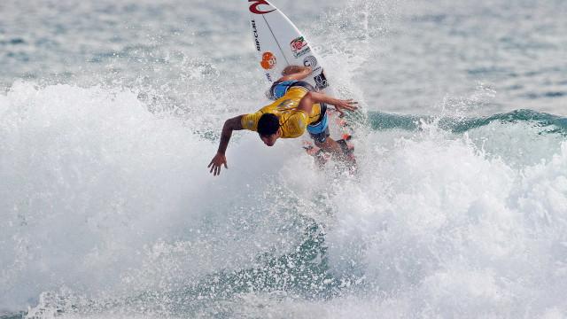Gabriel Medina e Italo Ferreira dão show na etapa de surfe em Noronha