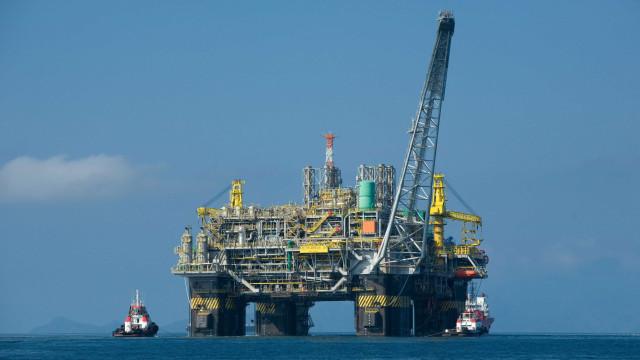 Plataforma da Petrobras tem vazamento de óleo no litoral do ES