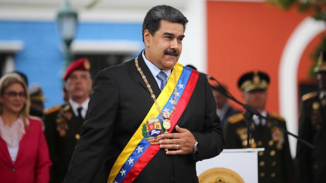 Maduro sinaliza que permanecerá no poder e pede apoio à população