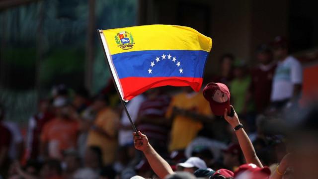 Repórter é detido na Venezuela após fotografar agentes de inteligência