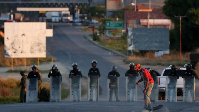 Venezuela autoriza volta de brasileiros que estavam retidos