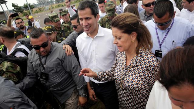 Assembleia Nacional da Venezuela concede licença de 5 dias para Guaidó