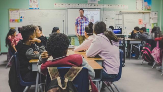 Professores continuarão a se aposentar mais cedo, diz governo