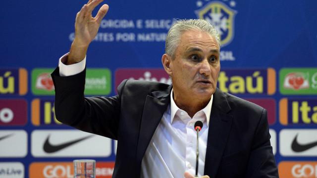 Tite defende volta de Daniel Alves à seleção: 'É um líder importante'