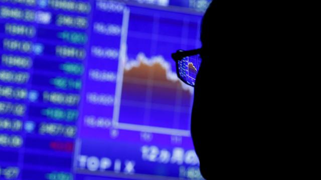 Apple tomba e arrasta mercados, mas Bolsa brasileira sustenta recorde