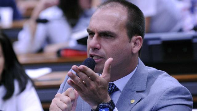 'Só deixa o larápio em voga', diz Eduardo Bolsonaro sobre saída de Lula