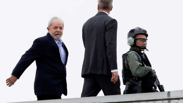 Lula deixa o velório do neto Arthur em São Paulo