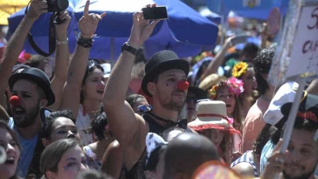 Sábado de carnaval no Rio terá mais de 70 blocos e dia chuvoso