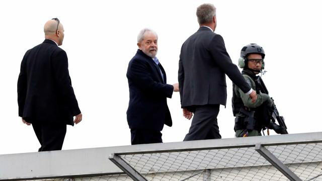 Lula volta para carceragem em Curitiba após cremação do neto