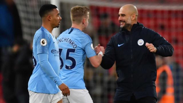 City ganha, vira líder do Inglês e torce contra Liverpool em clássico