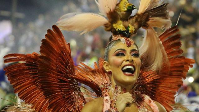 Veja fotos da primeira noite de desfiles do Grupo Especial do Rio