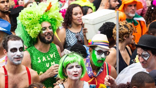 Sargento Pimenta toca músicas dos Beatles em ritmos brasileiros