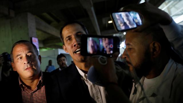 Juan Guaidó volta à Venezuela após rodar pela América do Sul
