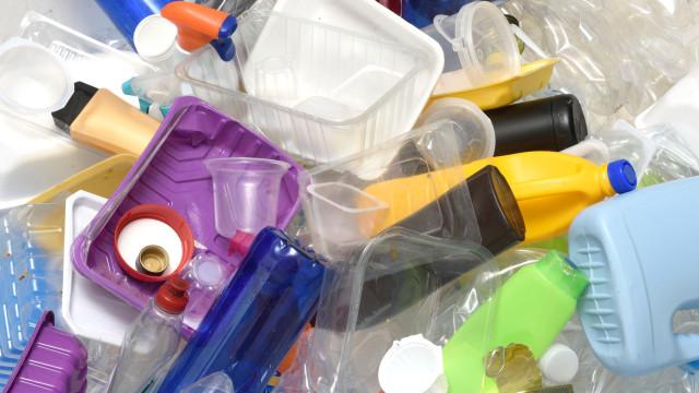 Brasil é o 4º país que mais produz plástico e um dos que menos recicla
