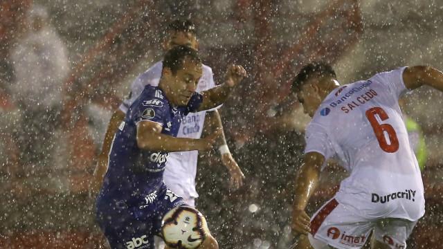 Em estreia na Libertadores, Cruzeiro bate Huracán