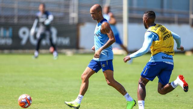 Diego Tardelli deve estrear no Grêmio contra o São José