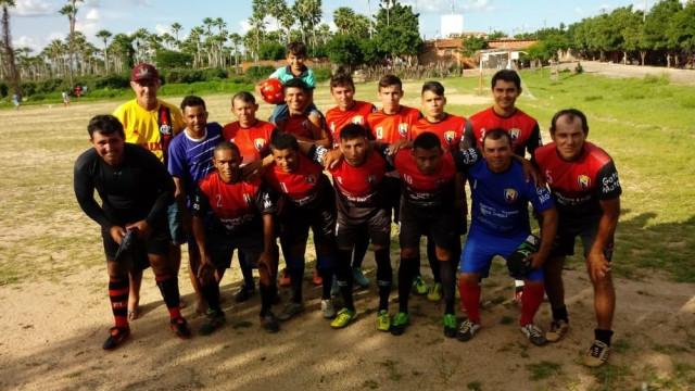 Raio atinge campo de futebol e jogadores ficam feridos no Ceará
