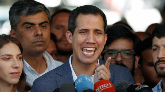 Guaidó convoca atos contra Maduro pelas redes sociais