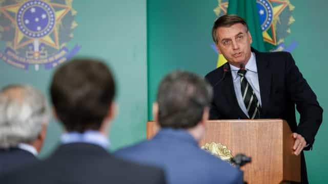 'Deixa as investigações continuarem', diz Bolsonaro sobre ministro