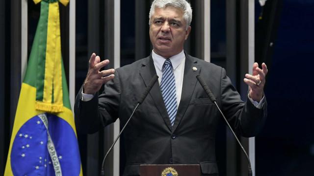 Líder do PSL diz que presidente é Jair e defende ajuste com fillho