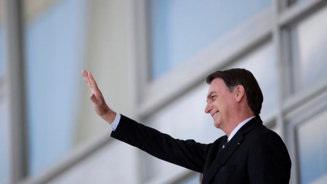 Bolsonaro se queixa e fala em trocar embaixadores