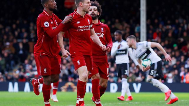 Liverpool leva susto, mas bate o Fulham e reassume liderança