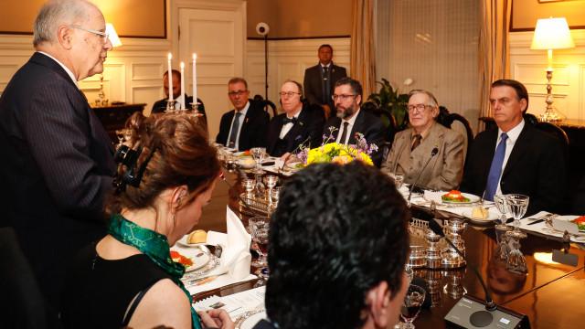'Você é o líder da revolução', diz Guedes a Olavo em jantar nos EUA