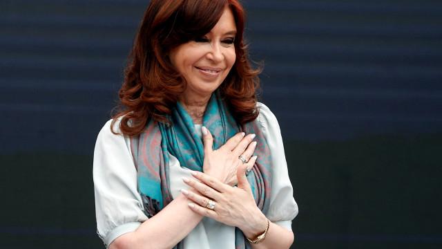 Apesar de processos de corrupção, Cristina lidera pesquisa presidencial