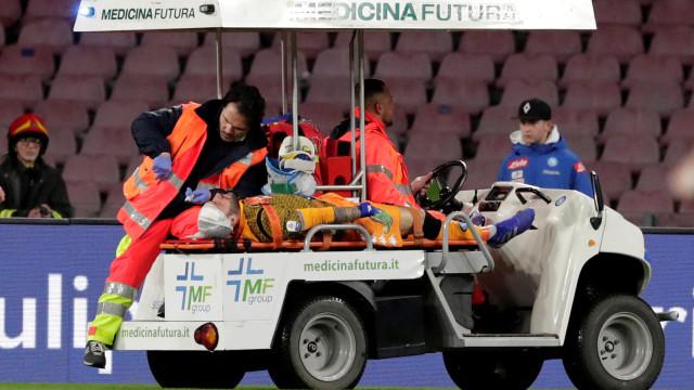 Após desmaio em campo, goleiro David Ospina tem alta de hospital