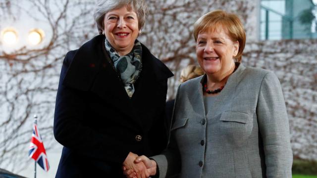 """Merkel diz que vai lutar até o """"último minuto"""" por um Brexit organizado"""