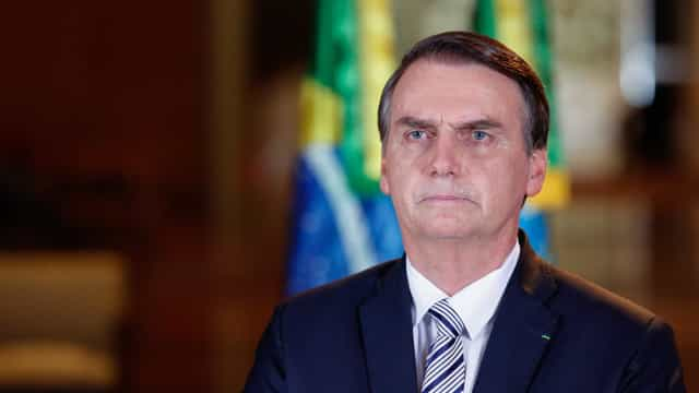 Bolsonaro entrega proposta que muda regra da Previdência para militares