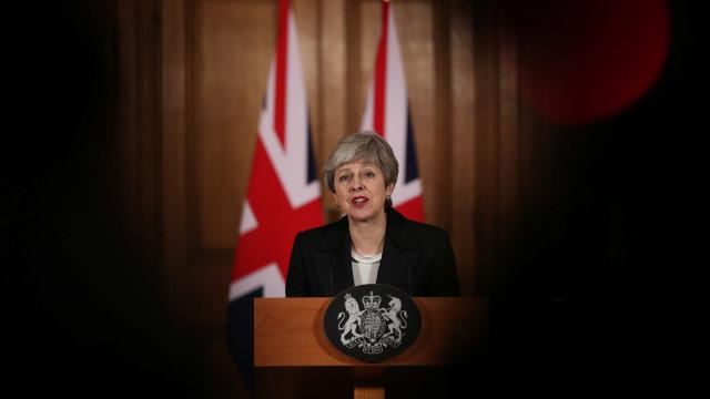 May pressiona parlamento: 'Cancelar Brexit causará danos irreparáveis'