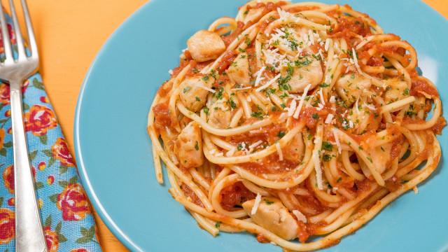 Como fazer Spaghetti com Ragu de Frango de uma panela só