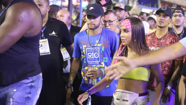 Anitta 'dedurou' Marquezine a Neymar, diz biógrafo