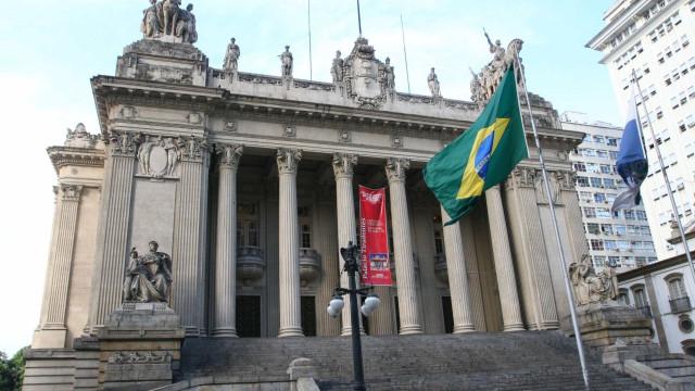Deputados estaduais presos tomam posse no Rio, mas sem salário