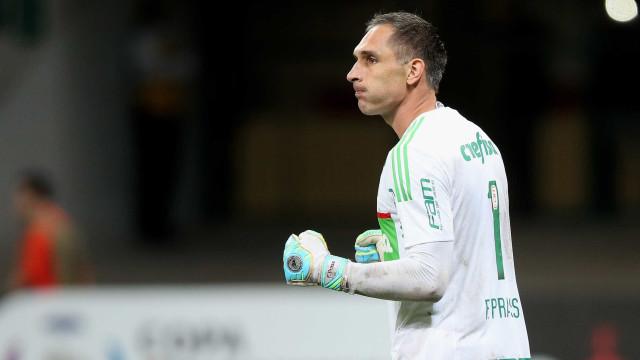 Aos 40, Prass tenta mostrar que pode ser decisivo no Palmeiras