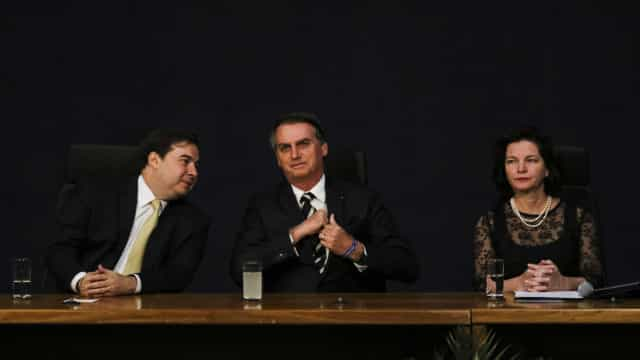 Acordo entre Maia e Bolsonaro adia pacote anticrime de Moro