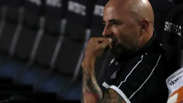 Sampaoli minimiza briga com Zago após vitória: 'Não tem importância'