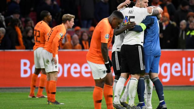 Alemanha vira e larga com vitória sobre a Holanda nas Eliminatórias