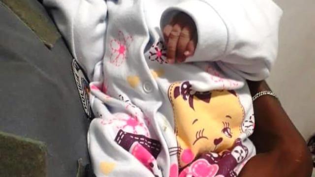 Bebê recém-nascida é abandonada com bilhete em Guarujá