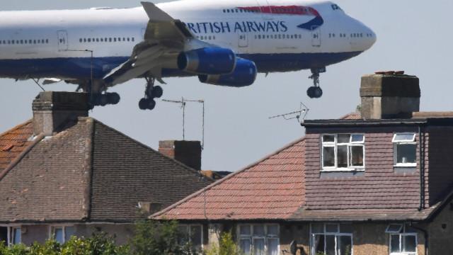 Avião sai com destino à Alemanha, mas pousa na Escócia por engano