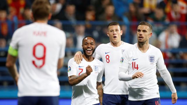 Inglaterra goleia e dispara na ponta do grupo das Eliminatórias