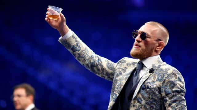 No Twitter, Conor McGregor anuncia aposentadoria do MMA